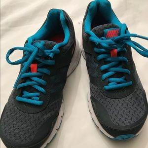 Nike women's Air Relentless 4 Running Shoed